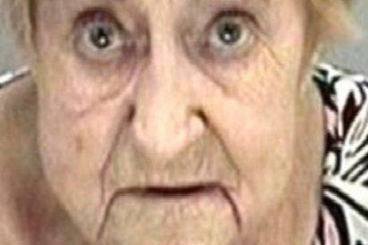 Detienen a esta anciana de 82 años por robar una colonia que atrae sexualmente a los hombres