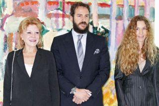 Borja y Blanca Cuesta al lado de la baronesa Thyssen en su inauguración