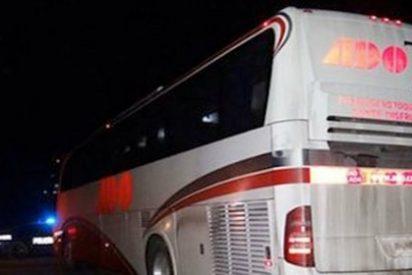 Dos sujetos secuestran un autobús de línea y violan a todas las pasajeras