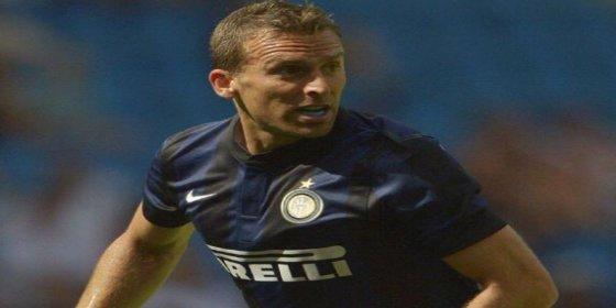 Decide dejar el Inter de Milan y se ofrece al Atlético de Madrid