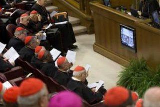 Los cardenales abogan por la descentralización del poder y la simplificación de la Curia