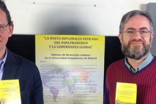 """Juan Muñoz y Sergio Suárez: """"Los cambios de Francisco repercuten en el mundo, el Vaticano es ahora un actor global"""""""