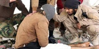 [Vídeo] El gay al que los yihadistas tiraron desde un 7º piso sobrevivió... pero lo mataron a pedradas