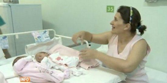 [Vídeo] El extraño caso de la madre que ha dado a luz gemelas... ¡en años diferentes!