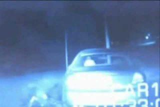 El vídeo del policía abducido por un OVNI mientras identifica a un conductor
