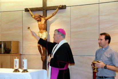 El obispo preside un rito de desagravio en la capilla del Hospital de Lorca
