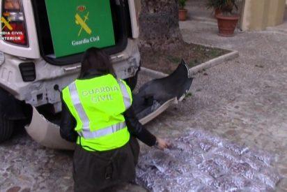 La Guardia Civil interviene más de 38 kilos de hachís ocultos en un vehículo