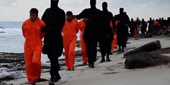 [Vídeo] Ejecución masiva en la playa de cristianos egipcios a manos del Estado Islámico