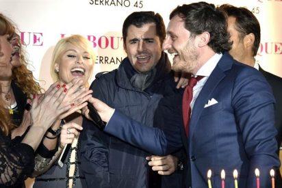 Juan Peña brinda rodeado de amigos por su próxima paternidad, en su fiesta de cumpleaños