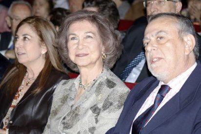 La reina Sofía, con los voluntarios de Vallecas