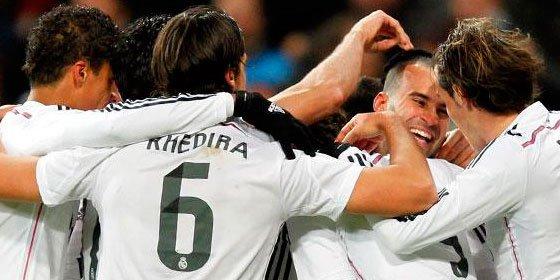 El Real Madrid llega más líder al Calderón después de vencer por 2-1 al Sevilla