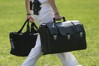 ¿Quieres saber qué hay en el misterioso maletín negro que siempre viaja con Obama?