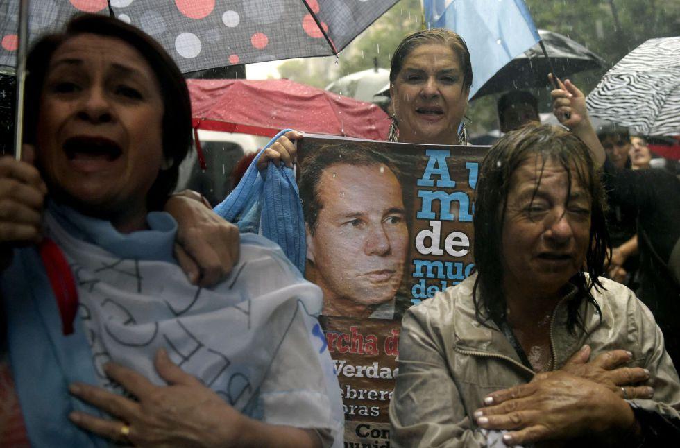 'Marcha de los paraguas': Decenas de miles de argentinos reclaman justicia para el fiscal Nisman