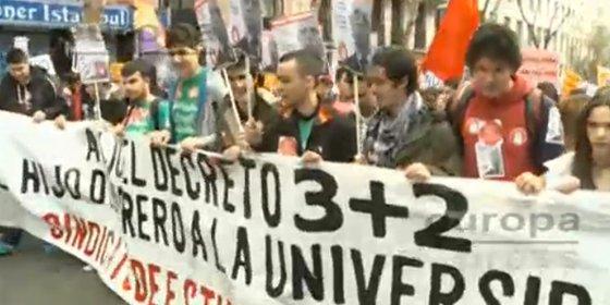 La Policía carga en la manifestación de estudiantes en Madrid