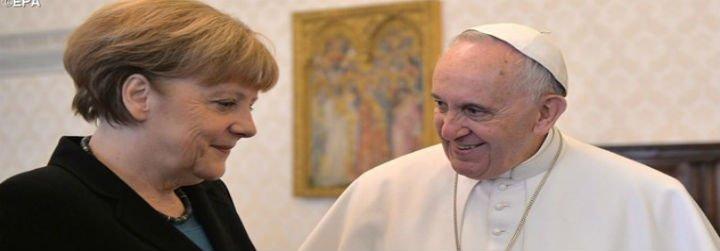 Merkel se reúne con el Papa y le ofrece una donación para refugiados