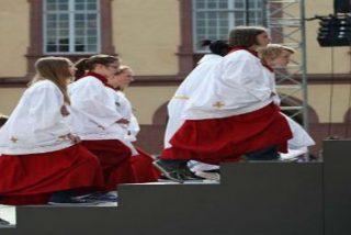 """Diócesis españolas no ven """"problema"""" en que las niñas sean monaguillas"""