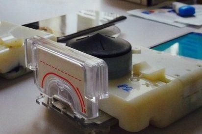 Un accesorio para móvil te dice si tienes VIH o sífilis... en 15 minutos