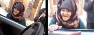 """La anciana que le canta las cuarenta al Estado Islámico: !¡Sois unos demonios, matando gente como a burros!"""""""