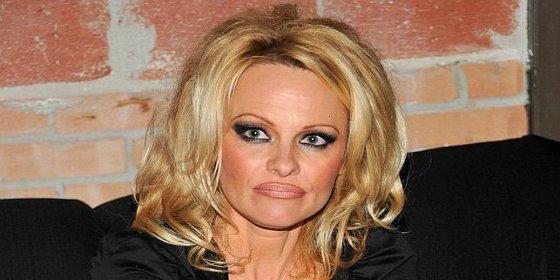 Pamela Anderson le metió el dedo a su marido en el ojo el día de San Valentín