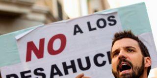 Desahucian por error a una familia de Gijón que tarda cinco horas en recuperar su casa