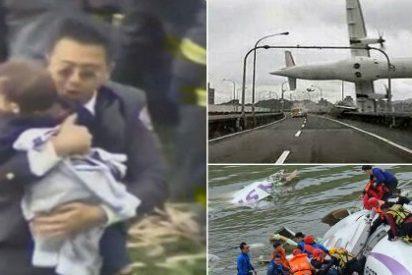 [Vídeo] El milagroso rescate de un bebé entre los restos del avión de TransAsia que cayó en el río