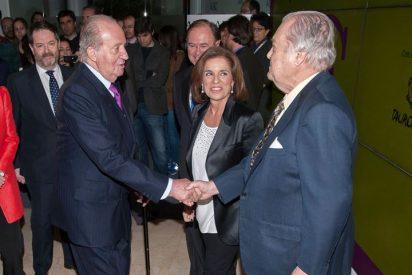 Don Juan Carlos entrega el VII Premio Taurino ABC a Eduardo y Antonio Miura