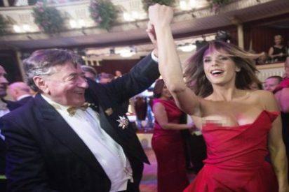 Las imágenes prohibidas de la ex de George Clooney mostrando una teta en la 'descocada' Ópera de Viena