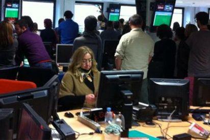 Bochornoso minuto de silencio en TVE por el fichaje de once periodistas