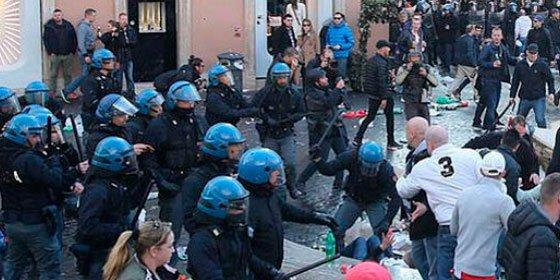 Los ultras del Feyenoord el centro turístico de Roma y la lían con la policía