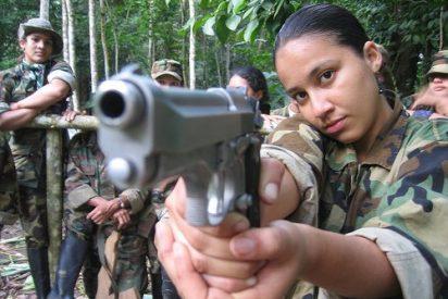 """La niña a quien obligaron a matar a su mejor amiga por orden de las FARC: """"Cavé su tumba y la de su bebé"""""""