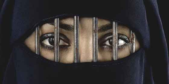 ¿Recuerdan la madre musulmana, residente en España, que protestó porque había un Crucifijo en la clase y eso ofendía a su hijo y casi le dan la razón?