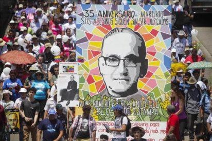"""San Salvador homenajea a """"nuestro santo"""" en el 35 aniversario de su asesinato"""