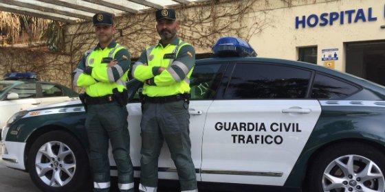 Da a luz en un vehículo asistido por agentes de la Guardia Civil de Trafico de Sevilla