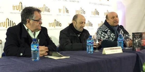 El periodista Andrés Aberasturi, en la Feria del Libro de Trujillo (Cáceres)