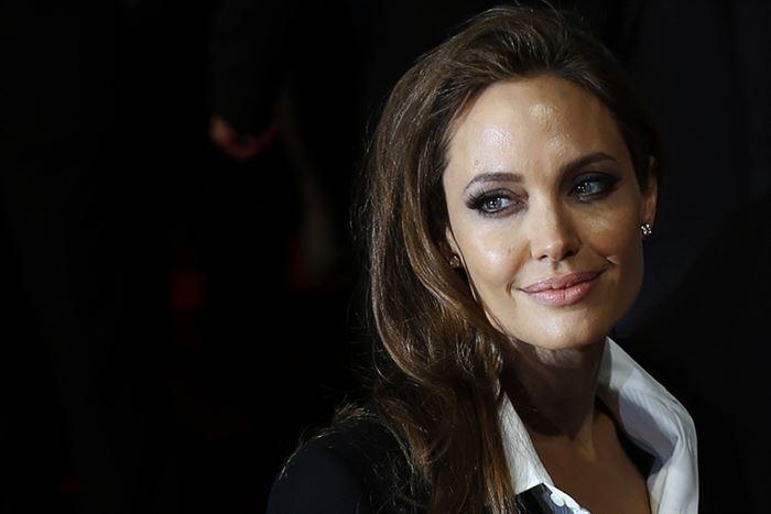 Angelina Jolie se somete a una operación para extirparse los ovarios
