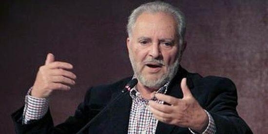 """Julio Anguita anima a IU a """"tender la mano"""" a Podemos y a no negociar con el PSOE tras las elecciones"""