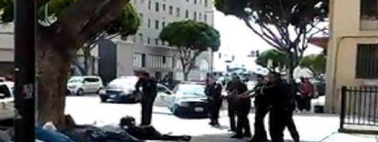 [Vídeo] Así matan a tiros a un indigente en Estados Unidos varios policías