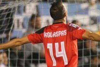 Un jugador del Sevilla tuvo que tapar la boca de Aspas