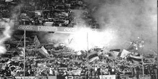"""Los 'Biris' del Sevilla le dedican gritos de """"asesinos, asesinos"""" a los miembros del Frente Atlético"""