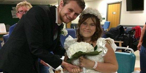 Una mujer se casa en la sala de espera del hospital... al saber que le quedaban horas de vida