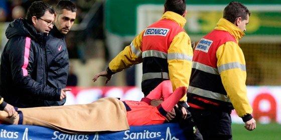 Busquets se lesiona en El Madrigal y es duda para el clásico contra el Madrid