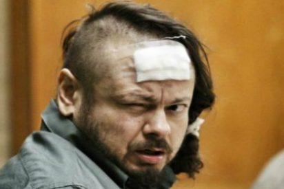 El vídeo del cochino ladrón de bancos que se come su caca durante el juicio