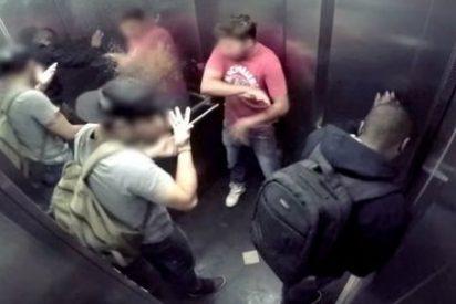 El vídeo del hombre que se tira un pedo 'con regalo' en el ascensor y siembra el pánico