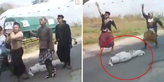 [Vídeo] ¡Horror en el funeral! Se les cae el muerto del ataúd y casi lo pisotean