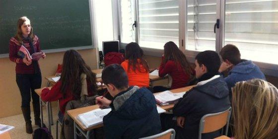 La consejería de Educación de Extremadura se plantea contratar profesores becarios para los colegios