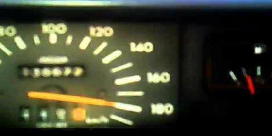 El vídeo del padre que se graba conduciendo a 190 km/h con su hijo sin cinturón