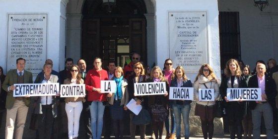 El Ayuntamiento de Mérida acoge una concentración por Tamara Simón