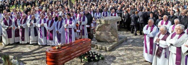 Vilanova dos Infantes despide a su párroco en un emotivo funeral