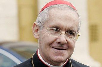 El nuevo Camarlengo, sustituto de Bertone, jura ante el Papa