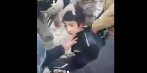 El terrible vídeo de la ejecución del niño yihadista que suplica por su vida